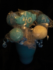 Cake pops to highlight your favourite team colours. These were made for a Toronto Maple Leafs fan.