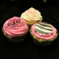 Pink, black and white co-ordinating cupcakes.