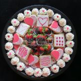 Red velvet mini cupcakes, sugar cookies and chocolate dipped strawberries