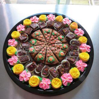 Carrot cake, chocolate fudge, vanilla mini cupcakes